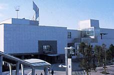 幕張メッセ国際会議場 メッセはめちゃくちゃ広いのですが、海浜幕張駅から一番近いところになるのが国際会議場です。